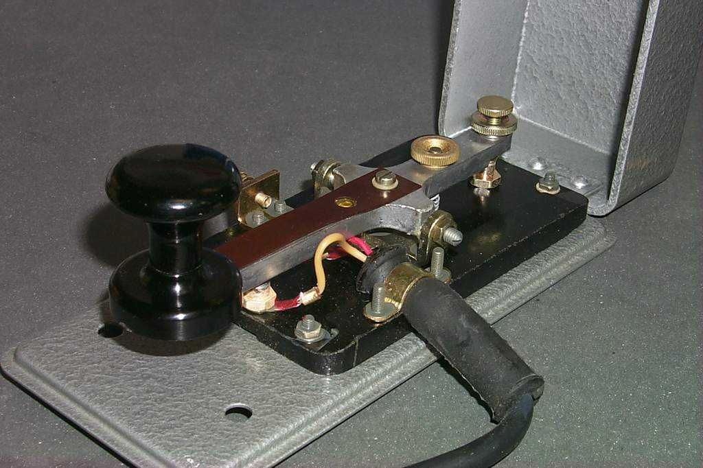 https://www.ebayhickoks.com/images/eBay/eBay_De/=TGM-1=/Uj_szurke_MORSE_billentyu_zsinorral/P0045083.JPG