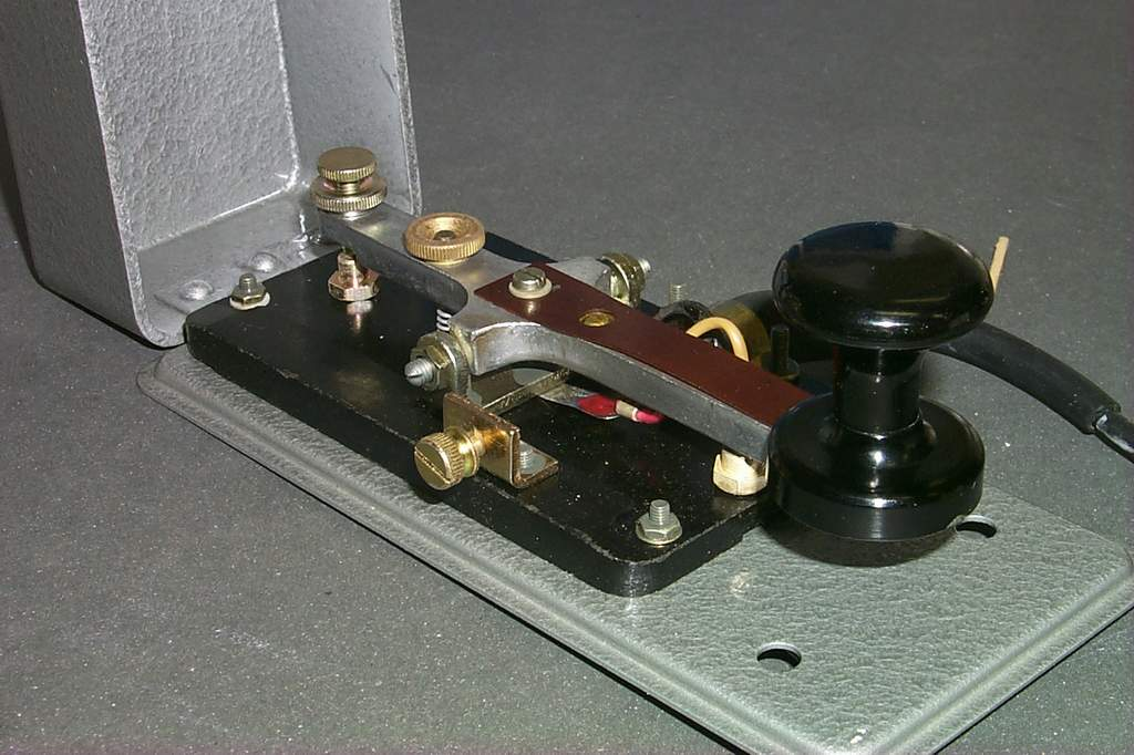 https://www.ebayhickoks.com/images/eBay/eBay_De/=TGM-1=/Uj_szurke_MORSE_billentyu_zsinorral/P0045085.JPG